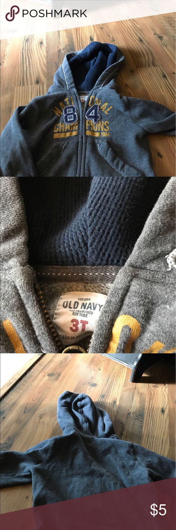 Old navy hoodie zipper sweatshirt Old navy sweatshirt zipper up. In good condition. Size 3t. It is a heavy sweatshirt. Old Navy Shirts & Tops Sweatshirts & Hoodies