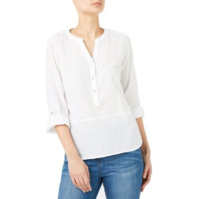 Go from brunch to bar with ease. This blouse is made from a lightweight linen and features a wrap style detailing. Team with some chinos to complete the look.