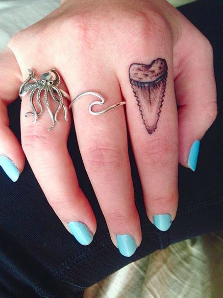 This badass shark tooth. | 18 Simple And Beautiful Ocean-Inspired Tattoos