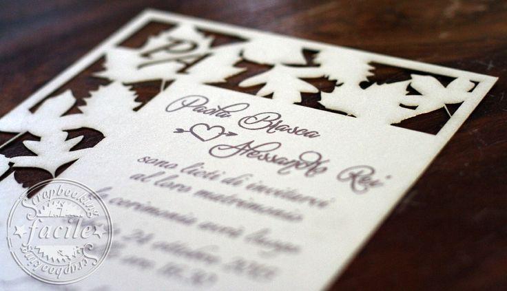 Partecipazione di nozze taglio laser, dal forte richiamo stagionale, abbinata al bouquet della sposa e agli addobbi floreali dei locali delle nozze e del ricevimento, l'unica incertezza degli sposi è stata su quale scegliere, carta perlata color avorio.