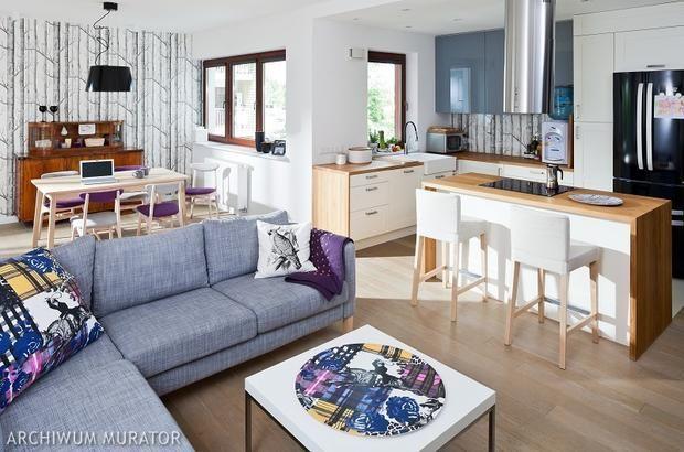 Nowoczesna kuchnia otwarta na salon: oddzielona wyspą