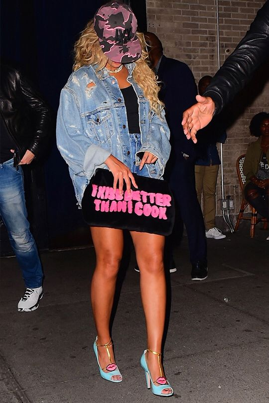 Beyoncé Leaving 'Bagatelle' Restaurant in New York City, (Oct. 3rd, 2016) peep the bag me too bey, me too!