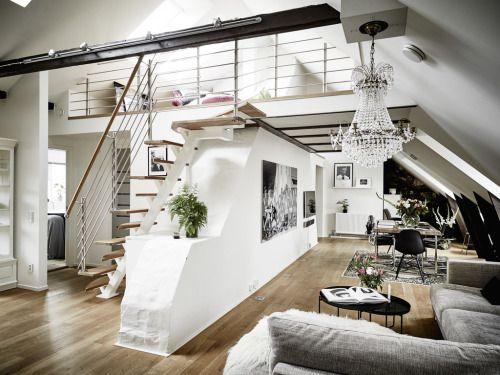 Même si ce duplex a une surface de il na quune seule chambre et nest pas prévu pour une vie en famille la décoration est sobre à base de blanc