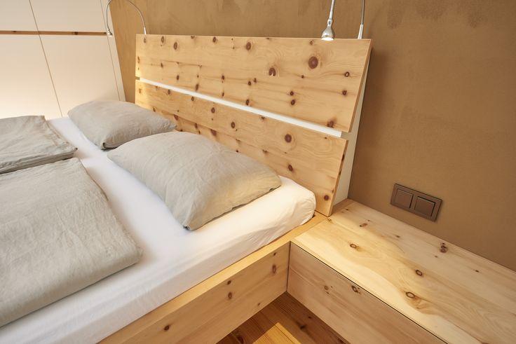 Dieses Schlafzimmer ist aus Zirbe Massivholz und weiß ...