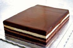 Τούρτα opera, σοκολάτα, μπανάνα, με μπισκότο αμυγδάλου σοκολάτας. | Sokolatomania.gr