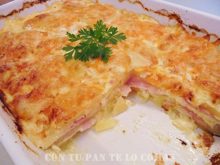 - 4 o 5 patatas grandes (dependerá del molde) - queso en lonchas (yo tenía edam) - bacon en lonchas, en tiras o en taquitos - 2 huevos - 200 ml. de nata líquida (crema de leche) - mezcla de 4 quesos rallados para gratinar - sal y aceite de oliva