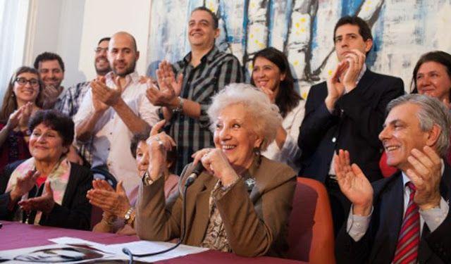 """UNA CARICIA PARA EL ALMA: LAS ABUELAS DE PLAZA DE MAYO ENCONTRARON AL #NIETO121    Abuelas de Plaza de Mayo recuperaron al nieto 121 A través de la página web de la organización anunciaron con mucho entusiasmo el encuentro de un nuevo nieto el 121. El martes habrá conferencia de prensa para brindar más detalles. Según se lee en la página de Abuelas de Plaza de Mayo convocan a los medios """"a una conferencia de prensa mañana martes 4 de octubre a las 13 horas en nuestra sede de Virrey Cevallos…"""