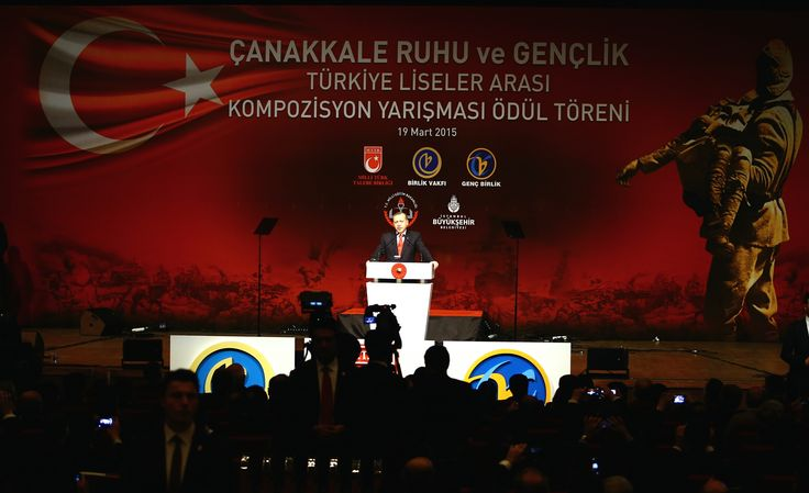 Cumhur'un Başkanı ile Çanakkale Ruhu ve Gençlik Türkiye liseler arası kompozisyon yarışması ödül törenindeyiz.
