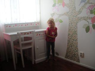Blij met mijn nieuwe bureau ban Mimi&Co! www.mimi-enco.be/ #kinderbureau #kindermeubelen #kinderkamers