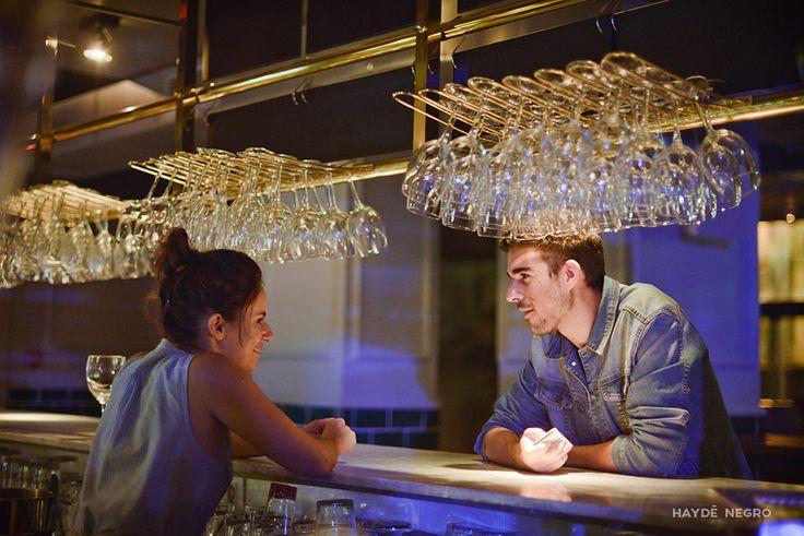 Conversaciones en la barra de un bar #haydenegro www.haydenegro.com