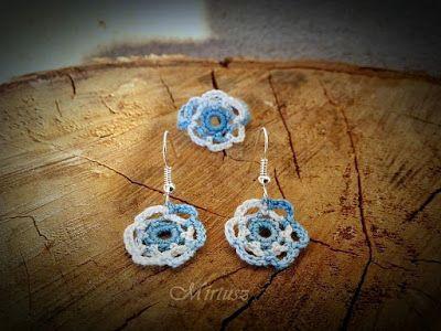 Mirtusz : Szerelemgyerekeim: A Mirtusz-gyűrűk  Horgolt kisvirágos gyűrű és fülbevaló - fehér és világoskék színben