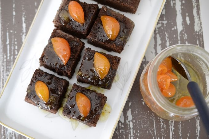 Brownie de chocolate con kumquats confitados