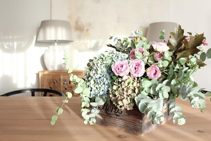 La+nueva+casa+de+Sara+Carbonero+en+Oporto+con+muebles+Kenay+Home+-+centro+de+flores