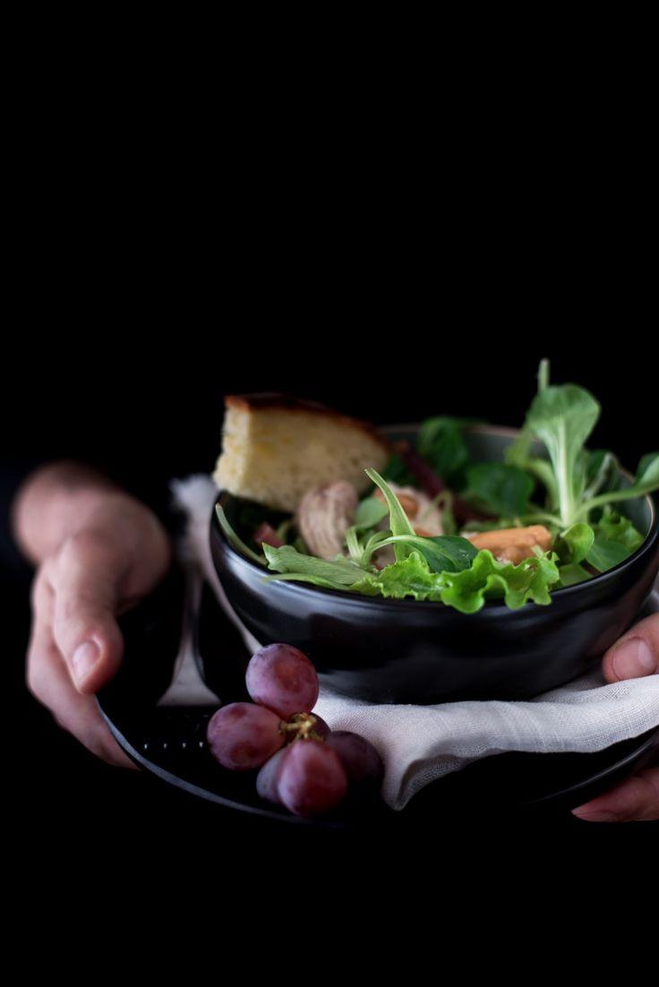Insalata di pollo, uva e speck con dip alle arachidi - verticale 1274