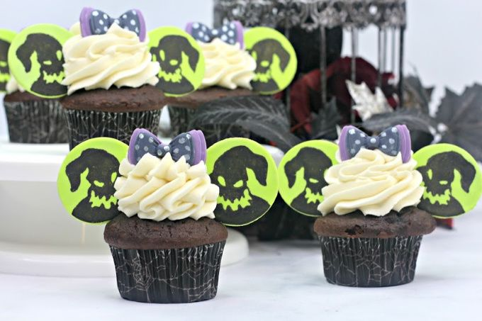 Oogie Boogie Cupcakes With Images Fun Cupcakes Oogie Boogie