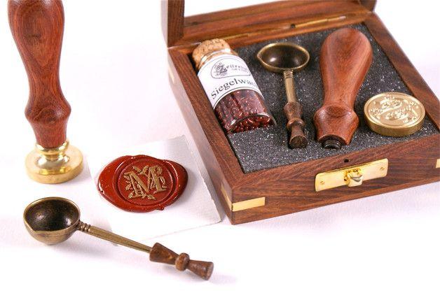 Siegelstempel - Siegel Set in edler Holzbox mit Wachs und Löffel - ein Designerstück von ZEITREISE-Shop bei DaWanda