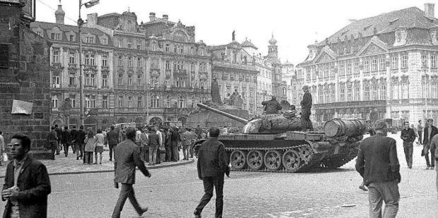 Srpen 1968 - Staroměstské náměstí v Praze-Foto:Archivní a…
