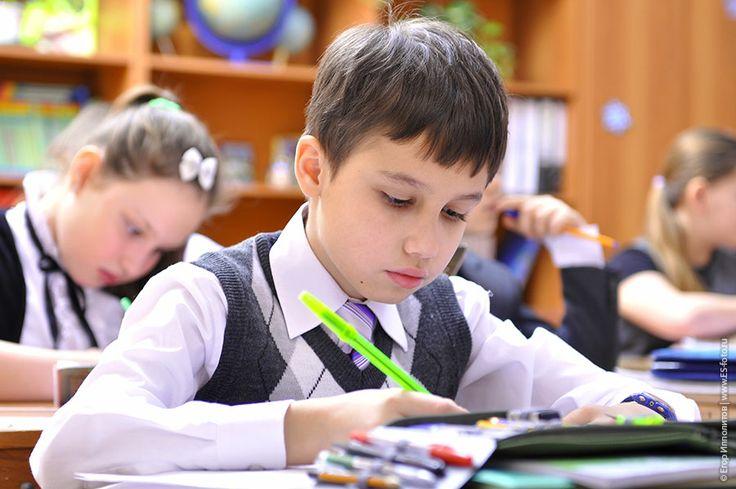 Школьные фото уроки, дети начальной школы на контрольной работе Контрольная работа по