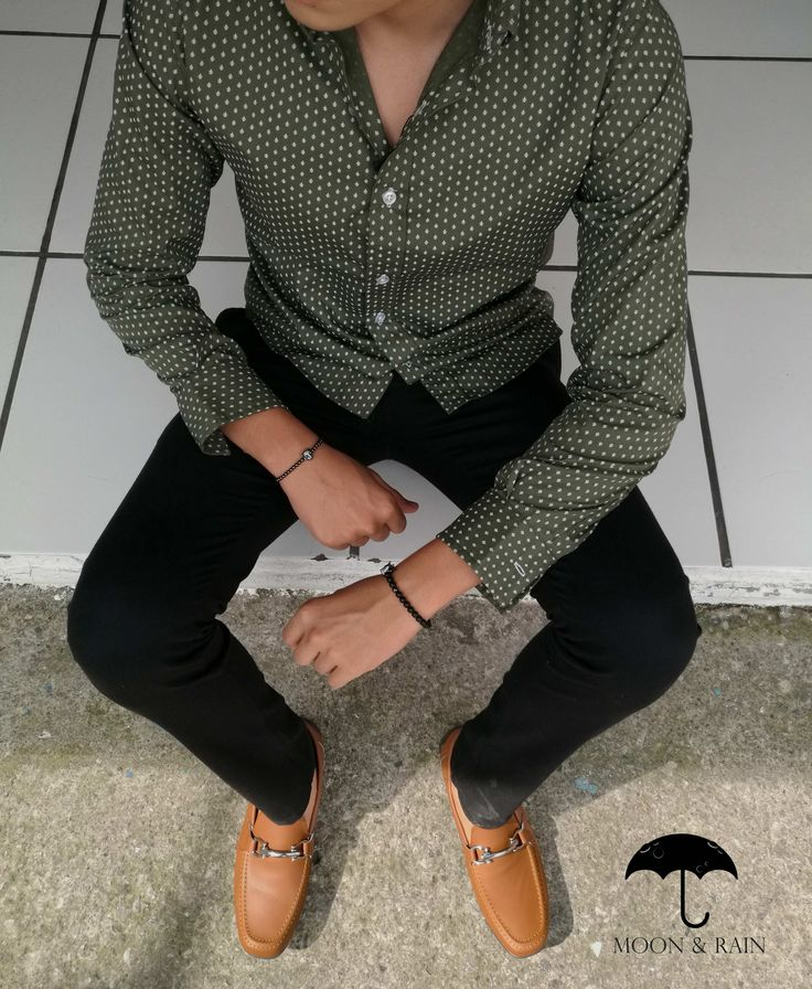 I like these pieces separately, but not together. Everyday Casual Outfits, Chill Outfits, Style Masculin, Masculine Style, Henleys, Herren Outfit, Dapper Men, Dark Jeans, Green Button
