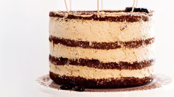 Tiramisu lagkage. En lækker og nem lagkage for alle kaffeelskere. Få opskriften her på diyfoodblog.
