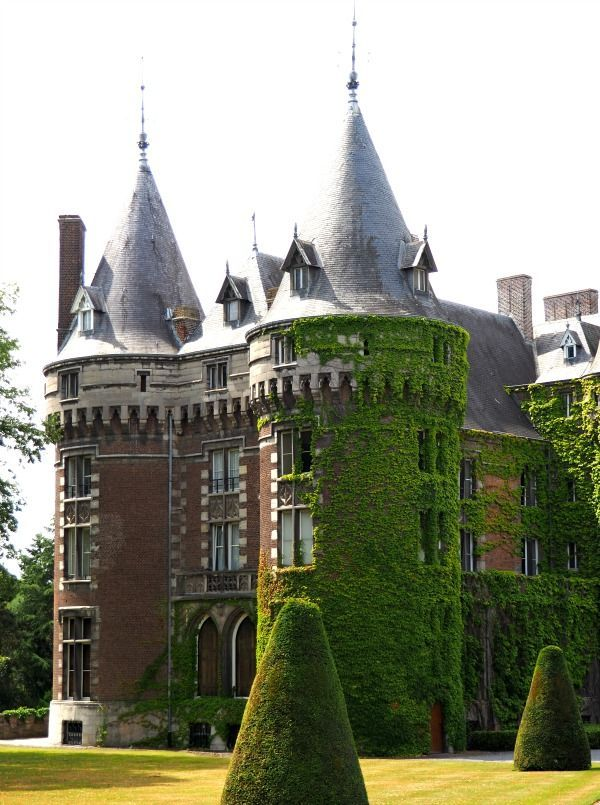 Antoing Castle aka Château d'Antoing or Castle of the Princes of de Ligne in Hainaut (Henegauwen), Belgium, served as the main filming location for the horror movie Devil's Nightmare (original French title: La plus longue nuit du diable). See 23 photos of