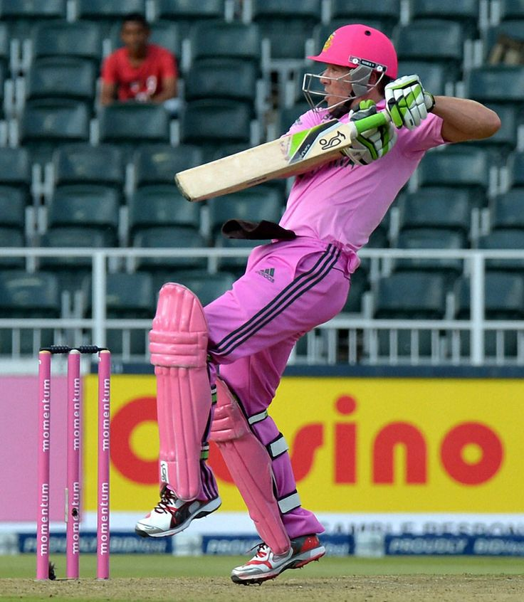 De Kock departed in the 42nd over, but AB de Villiers added a late surge by blasting 77 off 47 deliveries ©AFP