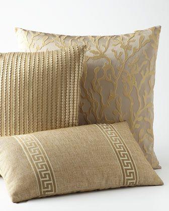 pretty #gold accent pillows http://rstyle.me/n/guzdvr9te