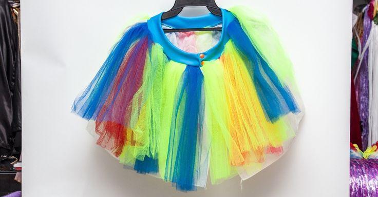 A saia de tule colorida custa R$ 30 na loja Brilhos e Fantasias (Ladeira Porto Geral, 127 - Centro - São Paulo)