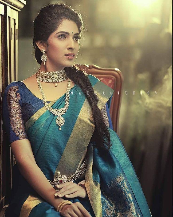 "MAKKASTUDIOS (@bhagathmakka) on Instagram: ""Beautiful Lady @poorthipravin for Vikatan / VBJ ✌ #makka #makkastudios #makkaphotography #ethnic…"""