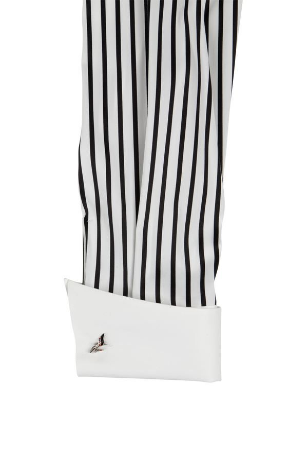 sleeve white and black