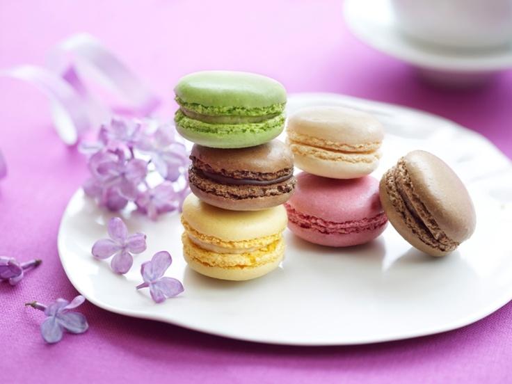 Macarons de Paris w 6 smakach: czekolada, malina, pistacja, cytryna, karmel i 2 o smaku mocha.
