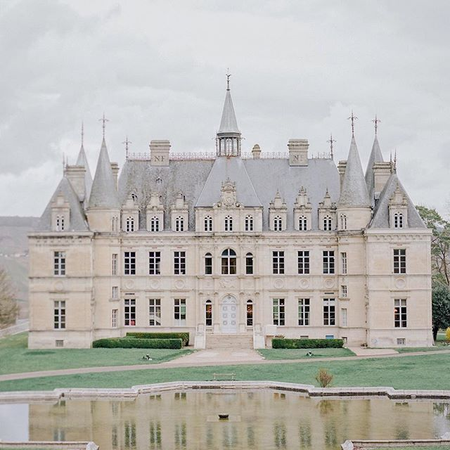 Chateau De Boursault Reliving Beautiful Memories From That Day Spent With Floresie Lovinconcept In This Beautiful Castle X Beautiful Castles Castle Chateau