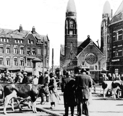 Veemarkt met op de achtergrond de Koninginnekerk.