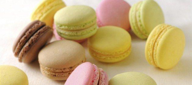 Svůj život rozdělíte na období před ochutnáním makronek a po něm, tvrdí cukrářka Iveta Fabešová, která je tímto francouzským cukrovím naprosto okouzlená. Za hřích makronky opravdu stojí, takže proč jimi neoslnit rovnou na Vánoce.