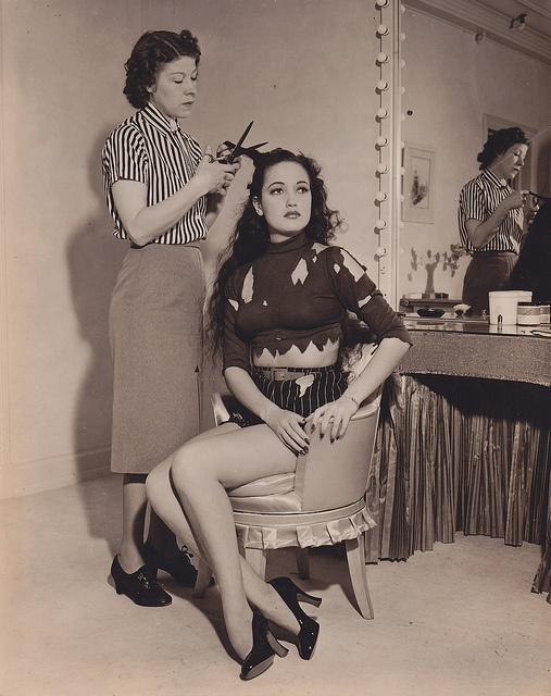Hair cut, Dorothy Lamour - c.1940