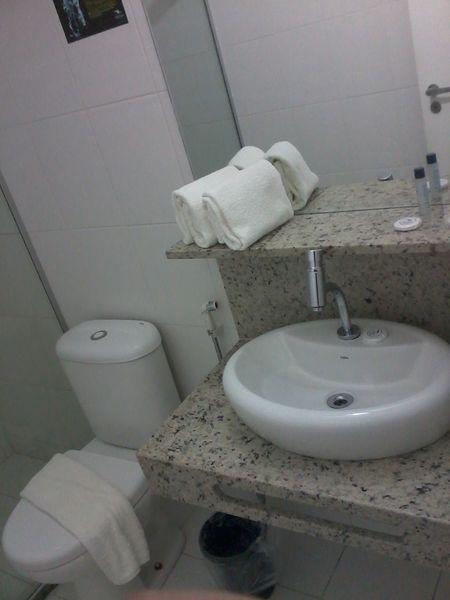 """""""Pia banheiro - dispenser au..."""" (Foto 1 de 12: Del Canto Hotel, Aracaju por Alex Costa)"""