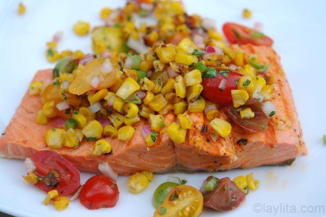 Salmon asado con salsa de choclo o maiz tierno