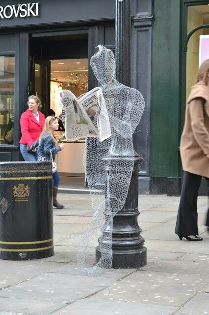 My wire sculpture in London. Covent Garden