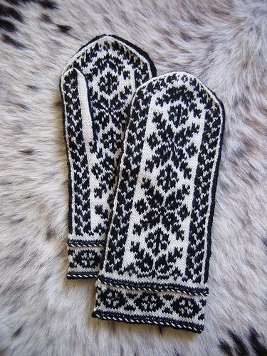 Baltic Mittens pattern by Eva Maria Leszner