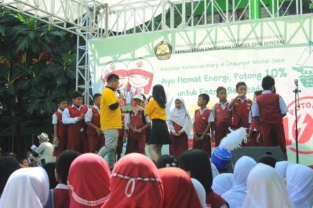"""Kementrian ESDM Sosialisasi Gerakan """"Ayo Hemat Energi"""" Bersama 30 Sekolah Dasar di Makassar"""