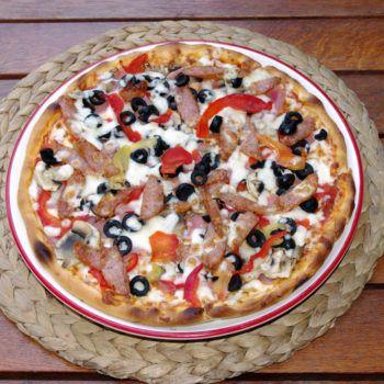Pizza adevarata de la Pizzeria La Donna. Comanzi pizza online sau telefonic. Livrare rapida in Bucuresti, preturi foarte mici. Zeci de sortimente de pizza excelenta. Livrare pizza in Sector 2 si Sector 3 Gratuit, in restul zonelor se percepe o taxa de 6 lei pentru livrare.