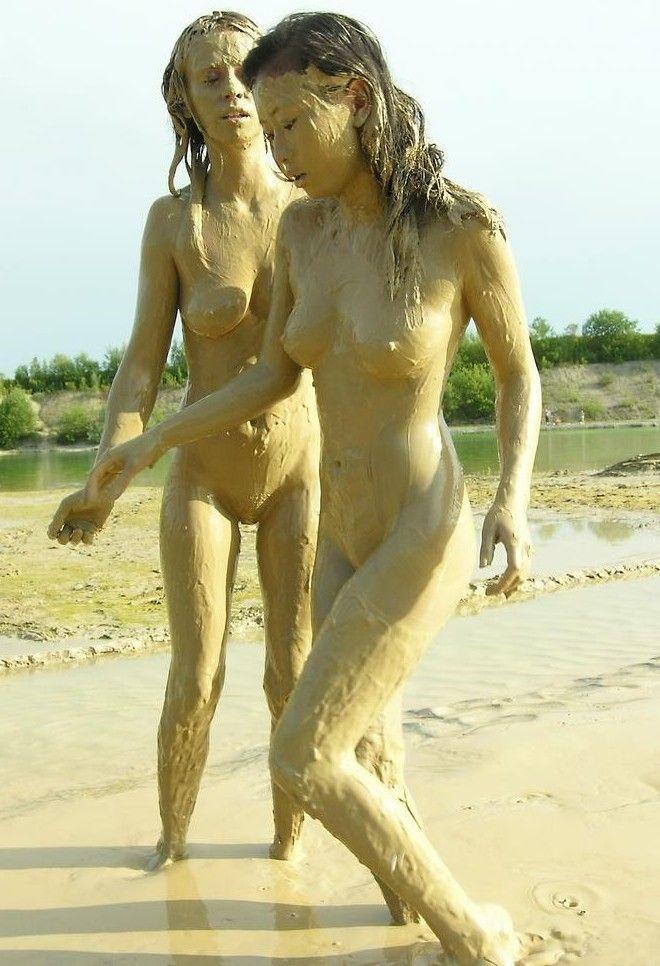 black-girl-nude-hot-oil-wrestling-bubble-but-white