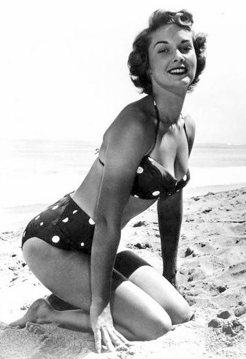 Erotica Topless Betty Miles  nudes (66 pics), 2019, swimsuit