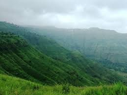 Whether you are planning a weekend getaway or adventure Panchgani is the perfect destination for you. This amazing hill station Panchgani is 20 kilometres away from Mahabaleshwar and derived its name from the five hills which surround it. This hill station is approximately 4000 ft tall.