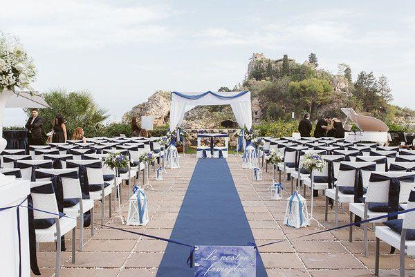 nautical ceremony decor http://weddingwonderland.it/2015/05/cerimonia-all-aperto.html