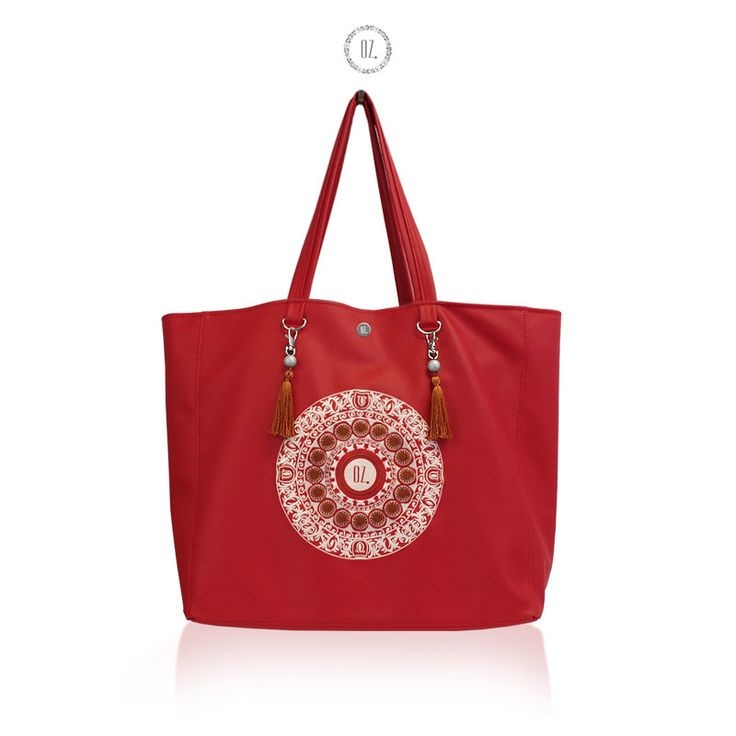 """Duża i pojemna torba miejska shopper wykonana z miękkiej ekoskóry, haft - mandala o średnicy ok. 20 cm, wzór autorski.  Odpinana dodatkowa podszewka na suwak z kieszonką na telefon/skarby, torba po wyjęciu """"wkładki"""" zapina się na dwa zatrzaski. Torba swobodnie mieści format A4, 17-calowego..."""