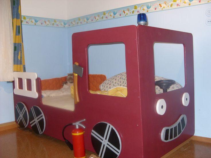 die besten 25 kinderbett feuerwehr ideen auf pinterest bettw sche feuerwehr kura bett. Black Bedroom Furniture Sets. Home Design Ideas