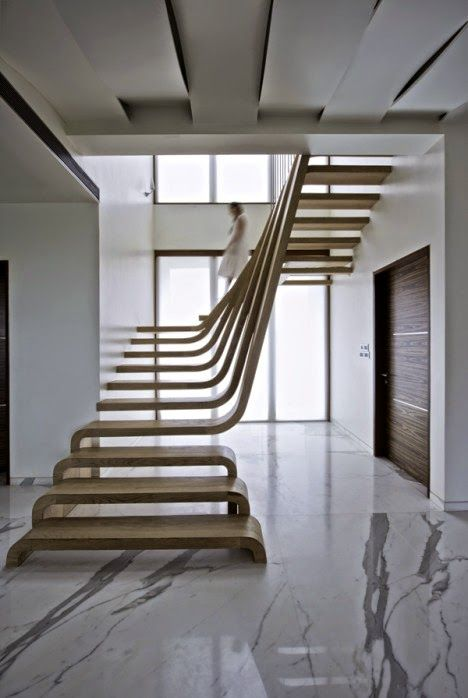 Desain Tangga Berbentuk Air Terjun yang Mengalir di Dalam Ruangan 7