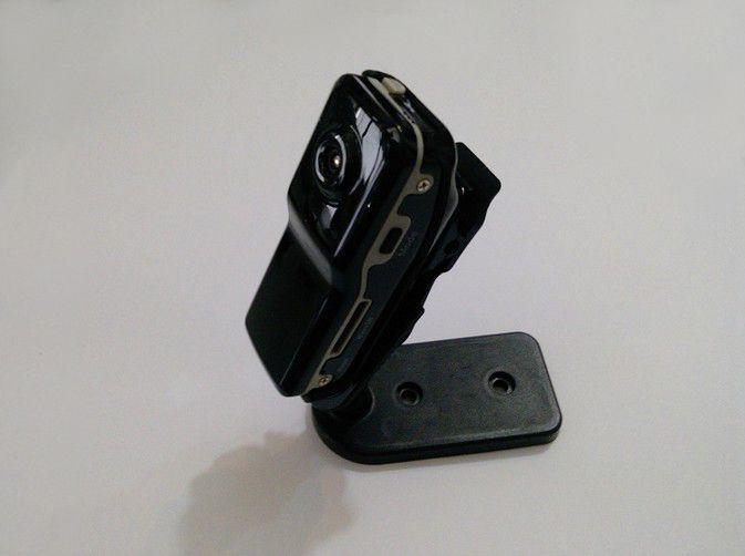 DESCRIPTIONmini-caméscope tachygraphe MINIDV enregistrement de la voix et video à la volée COULEURNoir RESOLUTION720P FORMAT AVI PHOTO JPEG HDMIoui VISION NOCTURNEOui ANGLE62° ALIMENTATIONMini USB (batterie de 260mAh) STOCKAGEMicro SD 16Go ACCESSOIRES3 supports, câble USB, notice