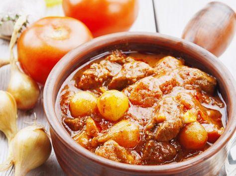 boeuf, oignon, autres, ail, feuille de laurier, cumin, thym, vinaigre, concentré de tomates, poivre, Sel, persil